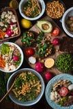 另外沙拉和开胃菜在木台式视图 库存照片