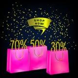 另外的横幅是能被更改的格式销售额 与折扣百分之的桃红色纸购物袋和商店现在标记 向量例证