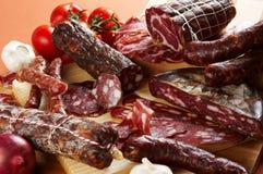 另外肉制品蒜味咸腊肠 免版税图库摄影