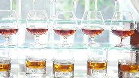 另外酒精在觚和酒杯喝在婚礼自助餐桌上 影视素材
