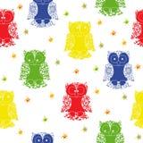 另外颜色猫头鹰和星无缝的样式 免版税库存图片