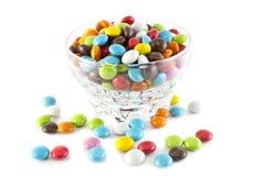另外颜色糖果在板材的 免版税库存图片