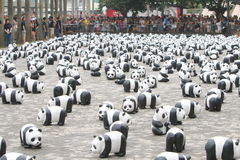 1600只熊猫世界游览在香港 免版税库存照片