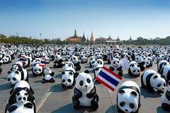 1600只熊猫竞选起动陈列室在萨娜姆Luang曼谷由WWF 免版税库存图片