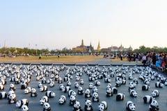 1600只纸Mache熊猫竞选陈列室在曼谷 免版税库存图片