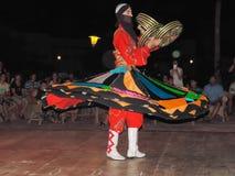 叫作Tanoura展示的传统埃及舞蹈 图库摄影