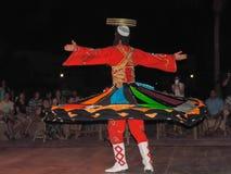 叫作Tanoura展示的传统埃及舞蹈 免版税库存照片
