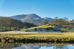 叫作Wetherlam的英国湖区山,看见从Elterwater 库存照片