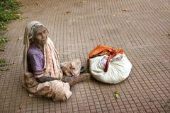 叫化子印地安人妇女 免版税库存照片