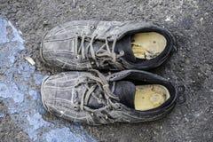 叫化子` s鞋子 库存照片