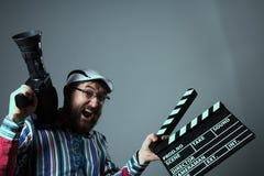 叫喊的人减速火箭的电影摄影机和clapperboard 免版税库存图片