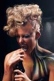 叫喊的低劣的妇女画象有人体艺术的 免版税图库摄影