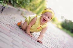 叫喊的女婴 免版税库存照片