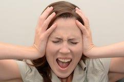 叫喊的妇女年轻人 免版税库存照片