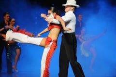 叫嚷白色帽子牛仔布这cha查家这奥地利的世界舞蹈 免版税库存图片