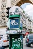 叫的出租汽车按钮设备 免版税库存图片