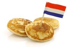 叫的荷兰语微型薄煎饼poffertjes 库存图片