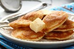 叫的荷兰语微型薄煎饼poffertjes 免版税库存图片