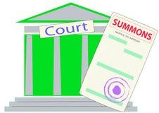 召唤的形式在法院大楼的背景的 免版税库存图片