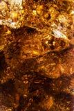 可乐背景与冰和泡影的 免版税库存照片