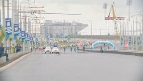 20可以2018年,喀山,马拉松-通过马拉松的俄罗斯-喀山城市-狗十字架的街道 股票录像