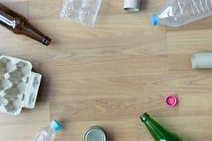 可再循环的垃圾包括的玻璃储款塑料塑料Env 库存照片