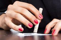 可卡因上瘾的妇女 免版税图库摄影
