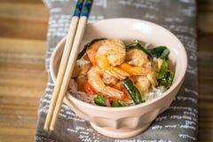 可口亚洲人油煎的虾和米 免版税库存照片