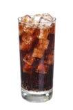 可口可乐与在白色隔绝的冰块的饮料玻璃 免版税图库摄影