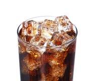 可口可乐与在白色隔绝的冰块的饮料玻璃 图库摄影