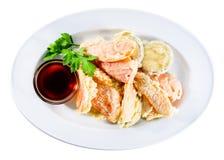可口和开胃天麸罗油煎的菜服务与如此 免版税库存图片
