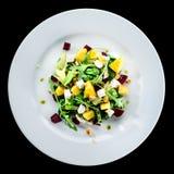 可口和开胃沙拉用鲕梨、乳酪和莴苣 免版税库存图片