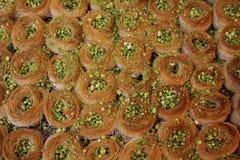 可口土耳其甜果仁蜜酥饼 免版税图库摄影