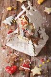 可口圣诞节华而不实的屋和曲奇饼特写镜头 Verti 免版税库存照片