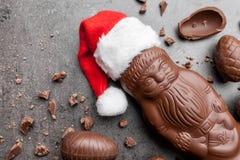 可口圣诞节巧克力和甜点在土气背景 库存图片