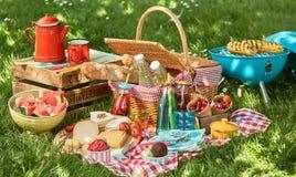 可口夏天野餐安排 库存图片