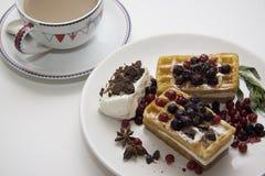 可口奶蛋烘饼用莓果17 免版税图库摄影