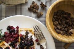 可口奶蛋烘饼用莓果01 免版税库存图片
