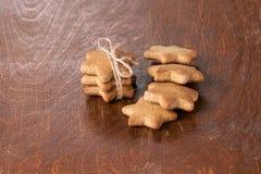 可口姜饼干 新年度 美丽的礼品 免版税图库摄影