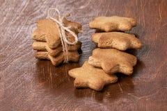 可口姜饼干 美丽的礼品 新年度 免版税图库摄影