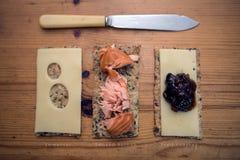 可口快餐 与顶部的Crackerbreads 库存照片