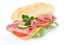 可口意大利蒜味咸腊肠三明治 库存图片