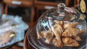 可口新月形面包早餐被烘烤的照片 免版税库存照片