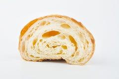 可口新月形面包用在白色背景的樱桃果酱 免版税库存照片