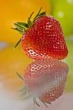 可口新鲜水果玻璃被反射的表 免版税库存图片