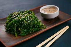 可口日本烹调, wakame chuka沙拉用辣调味汁 库存图片