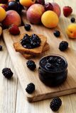 可口果子阻塞和多士,鲜美早餐 免版税库存图片