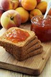可口果子阻塞和多士,鲜美早餐 免版税库存照片