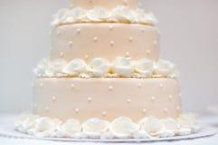 可口桃子和白色婚宴喜饼 库存照片