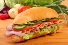 可口火腿、干酪和沙拉三明治 库存照片
